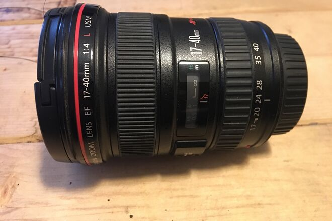 Canon EF 17-40mm f/4 L USM Wide Angle Lens in Excellent Cond
