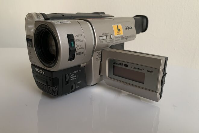 Rent A Sony Vhs Hi8 Camcorder Camera Usb Capture Cable Best Prices Sharegrid Los Angeles Ca