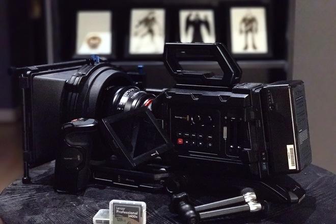 Blackmagic URSA Mini 4.6K EF w/ Shoulder & Card Bundle