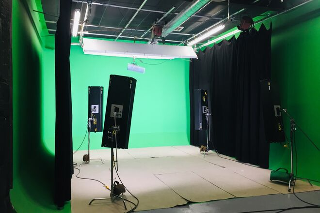 Pre-lit Sound Proof Green Screen Studio