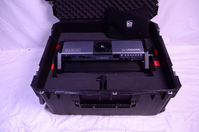 Gemini 2x1  RGBWW light with SKB hard case