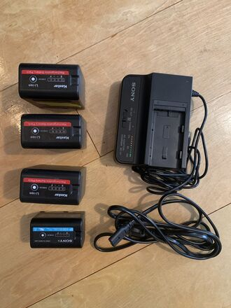 Sony FS7/ EX3 / EX1 BP-U60 BP-U30 batteries x 4 and Charger