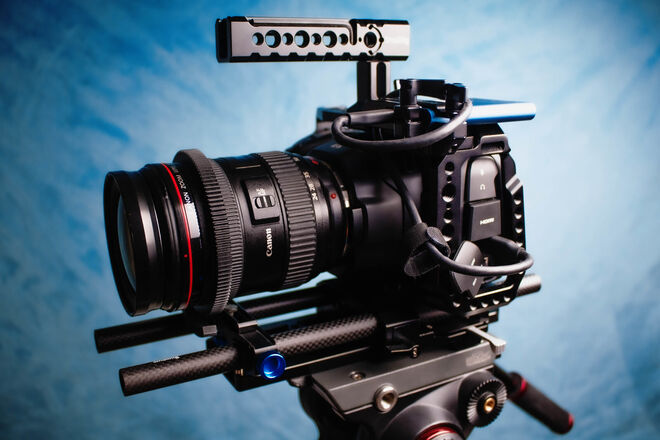 Blackmagic Design Pocket Cinema Camera 6K Kit + LENS