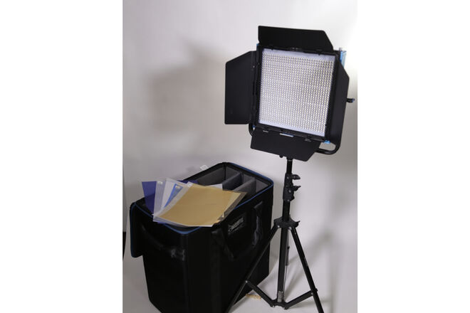 1x1 Dracast LIGHT LED Bi Color 1000 with optional soft box