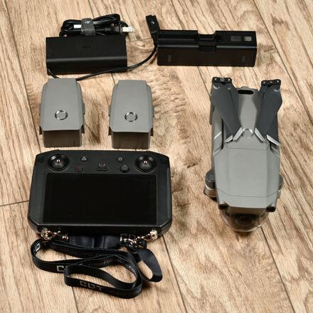 DJI Mavic 2 Zoom Quadcopter + DJI Smart Controller