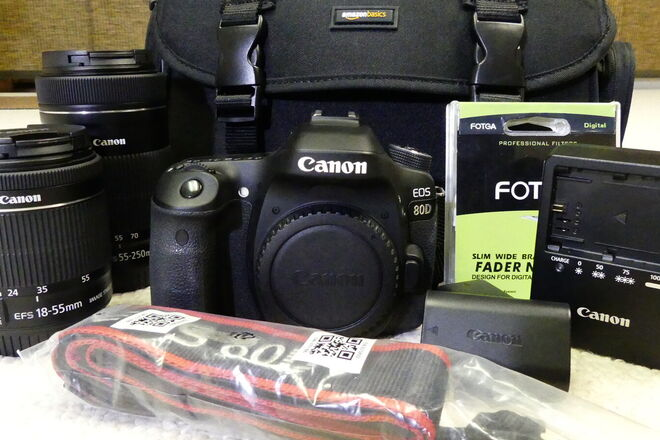 Kit: Canon EOS 80D with 2 lenses, accessories and a bag.
