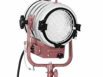 Rent: Mole Richardson Type 5291 2k Cool Solarspot