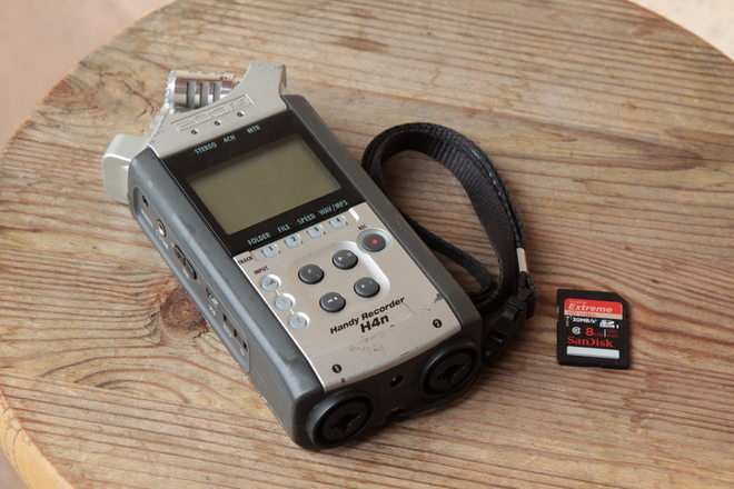 Zoom H4n w/ 8GB card & two AA batteries