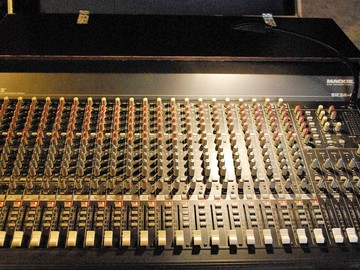 Rent: Mackie SR24-4VLZPRO 24-Channel production console mixer