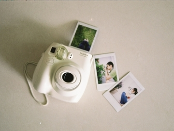 Rent: Fujifilm Instax MINI 7s