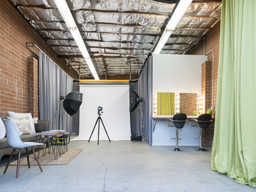 Rent: Intimate Modern Photo Studio and Conference Room (800sqft.)