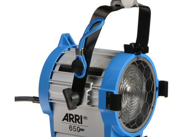 Rent: ARRI Fresnel 650W Plus (w/barndoors & accessories)
