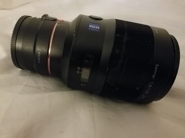 Sony/Zeiss 135mm f/1.8 lens