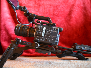 "Rent: Sony Fs5 (w/Raw) + ""Smallrig"" shoulder rig + others"