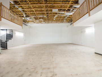 Rent: 4,000sf Studio space for rent - CYC wall & Offices
