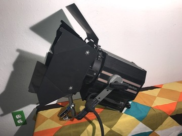 Rent: COLORTRAN 1000w 1K Fresnel hot set studio light