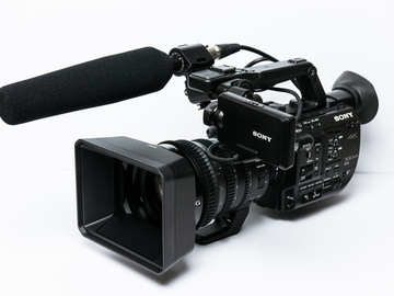 Rent: Sony PXW-FS5 with Sony E PZ 18-110mm f/4 G OSS Lens and Senn