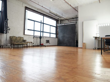 Rent: Unique Photo Studio Loft In E.williamsburg - Great Lighting