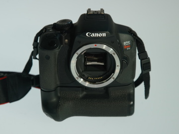 Rent: Canon EOS T4i Battery Grip, EF-S18-55mm 1:35-5.6 IS Lens