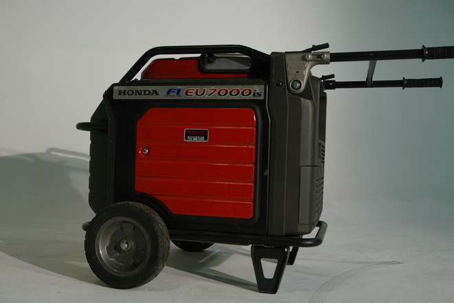 Honda EU7000is Fuel Injected Generator w/60amp Bates