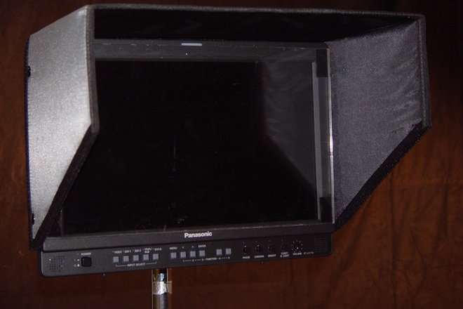 "17"" Panasonic HD Monitor, SDI w/ Batt Mount & stand"