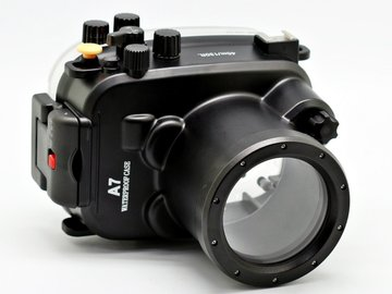 Rent: Sony A7s with underwater housing and lens