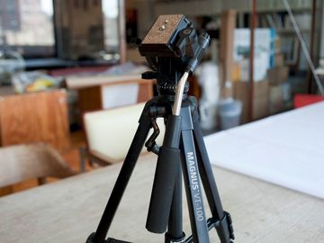 Rent: Super Lightweight Magnus VT-100 tripod