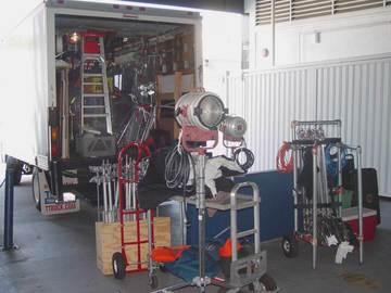 Rent: 2004 ISUZU G&E /CAMERA TRUCK  with LIFT GATE