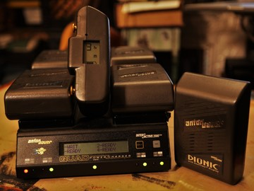 6 Anton Bauer Dionic Batteries w/ Quad Power Charger