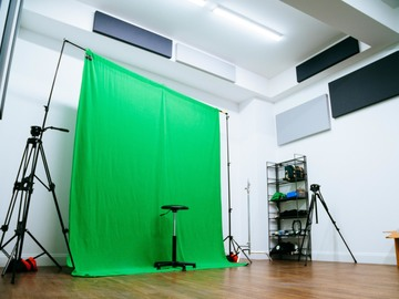 Rent: Green Screen Backdrop w/ C-Stands