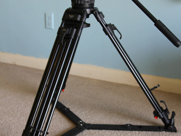 Rent: Fluid Head Tripod