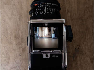 Rent: Hasselblad 503cw w/ 80mm Zeiss (KIT)