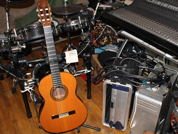 Rent: 2001 Ramirez 2E Classical guitar