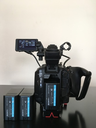 Camera Deal - FS7 + 24-10mm 5 F.4 Sigma + 18-35mm F.2.8 Zeis