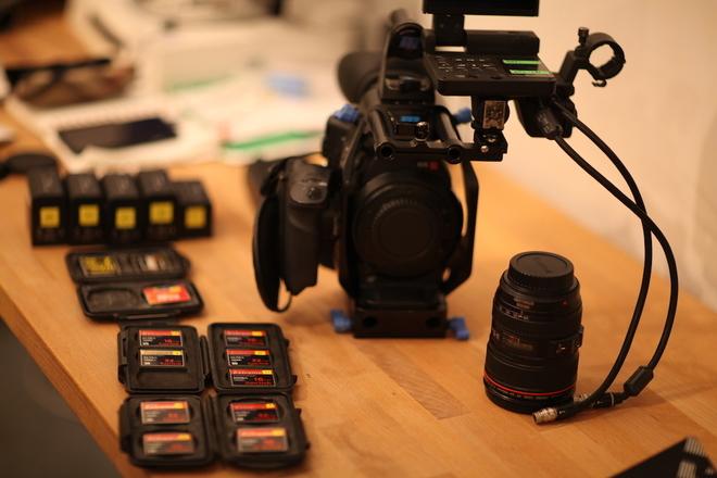 C300 Kit w/ lenses, 5 batteries, 10 CF Cards...
