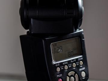 Rent: Barebones Speedlight KIT (YN-560 III) w/ Flash Transceiver