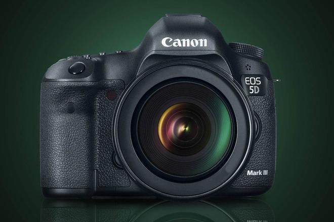 Canon EOS 5D Mark III DSLR with  Tamron 24-70