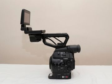 Rent: Canon C300 w/3 batteries charger, and AC adapter