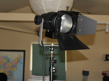 Kobold 400 HMI SES DIMMABLE HOT STRIKE w/ BALLAST AND STAND