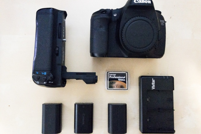 Canon EOS 7D Body with batteries, grip and CF card