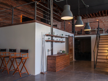 Rent: Industrial Studio with White Cyc in Hollywood