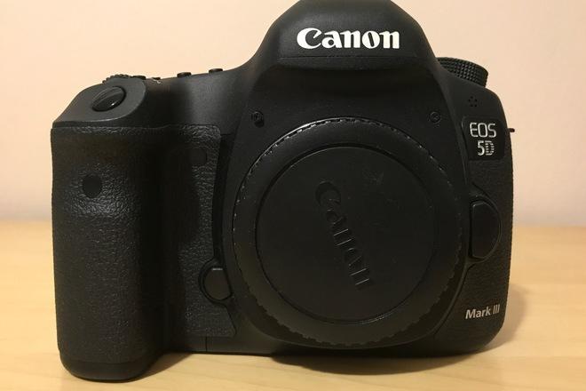 Canon EOS 5D Mark III + (6) Batteries