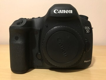 Canon EOS 5D Mark III + (6) Batteries