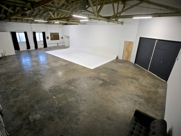 Rent: 5000sq ft warehouse studio space w/30' cyc in Echo Park.