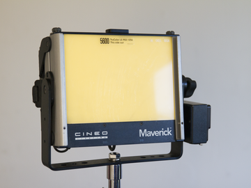 Cineo Maverick 1K LED Light with Batteries Stinger and Stand
