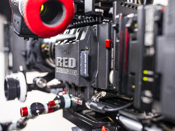 RED Epic Dragon 6K Basic + Tripod + Shoulder Rig, Matte Box