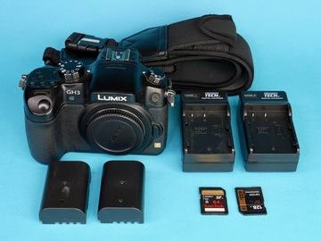 Rent: Panasonic Lumix GH3 with 2 Batteries, 128GB+64GB SDXC (A)