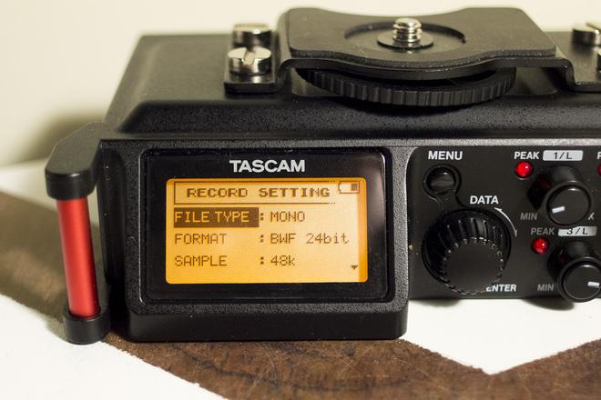 Tascam DR-70D + bag + rechargable batteries + boom & xlr