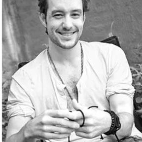 Liam  Alexander