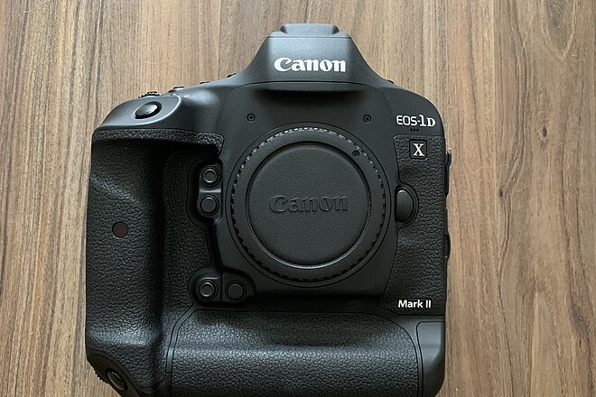 Canon 1DX Mark II - LIKE NEW